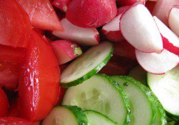 Листни салати и репички също може да пренасят опасния щам ешерихия коли