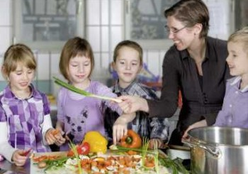 Поне 300 г пресни плодове и зеленчуци на ден ще дават в детските градини