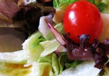 Нитратите в салатите свалят високото кръвно