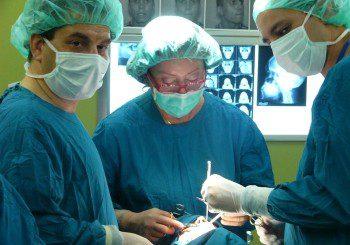 С навигация вадят тумор в основата на черепа