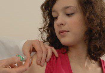 Учени настояват за ваксина срещу HPV и при момчетата