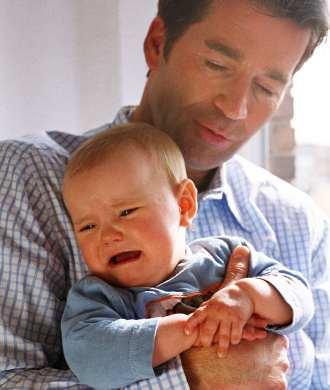 бебе плаче ваксина