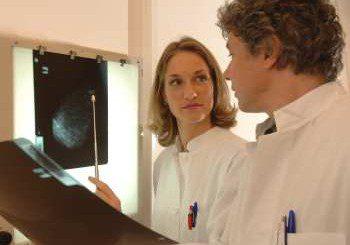 Преглеждат безплатно за рак на гърдата