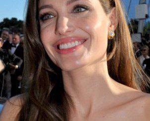 Джоли се страхува, че е болна от рак