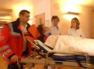 Хирурзи спасиха тежко ранен мъж в Перник със срязана артерия