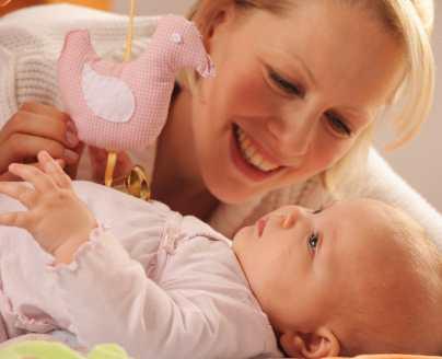 бебе новородено кърмаче