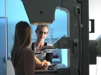 ВМА се включва в безплатните прегледи за рак на гърдата