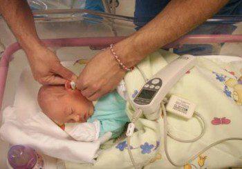 Безплатни прегледи на слуха при бебета