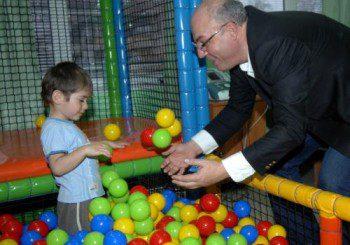 Център в Пловдив раздвижва с игри деца с парализа