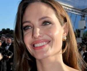 Изповедта на Джоли: Ампутирах и двете си гърди заради риска от рак