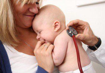 Две бебета с менингит, майките им отказали имунизация