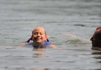 Защо ме боли ухото при плуване под вода?