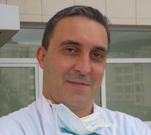 д-р Калоян Давидов