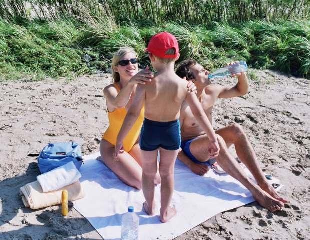 децата на плажа - как да ги пазим