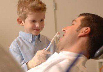 Развалените млечни зъбки са опасни