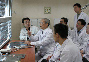 Китаец отиде на лекар с болки в корема и разбра... че е жена