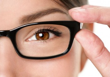 Помагат ли цветни очила при шофиране?