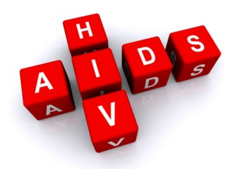 ХИВ не се предава с целувка и битов контакт