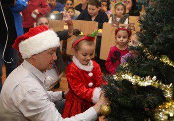 Коледа дойде по-рано за децата в Педиатрията