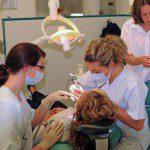 кариес на зъбите