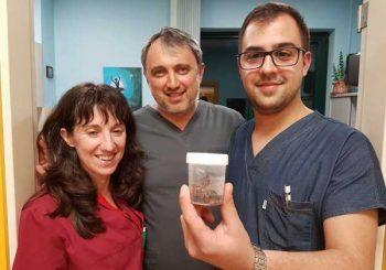 10-сантиметров органичен камък изваден от стомаха на жена