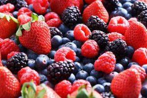 ягоди малини боровинки