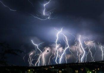 Как да се пазим от гръм по време на буря