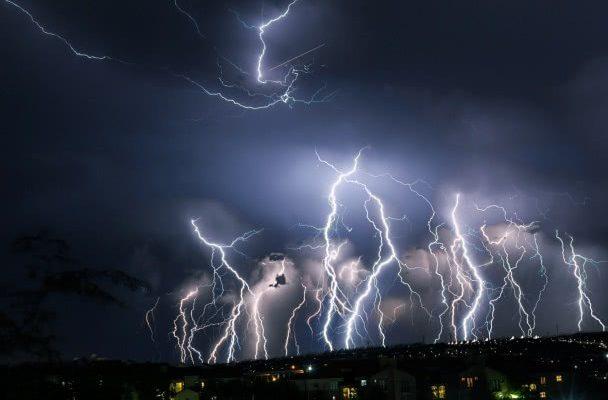 буря мълнии
