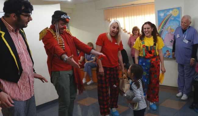 клоун терапия деца