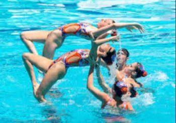 Синхронното плуване – удоволствие за сетивата, здраве за тялото